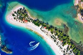Oludeniz_on_the_Turquoise_Coast_Turkey