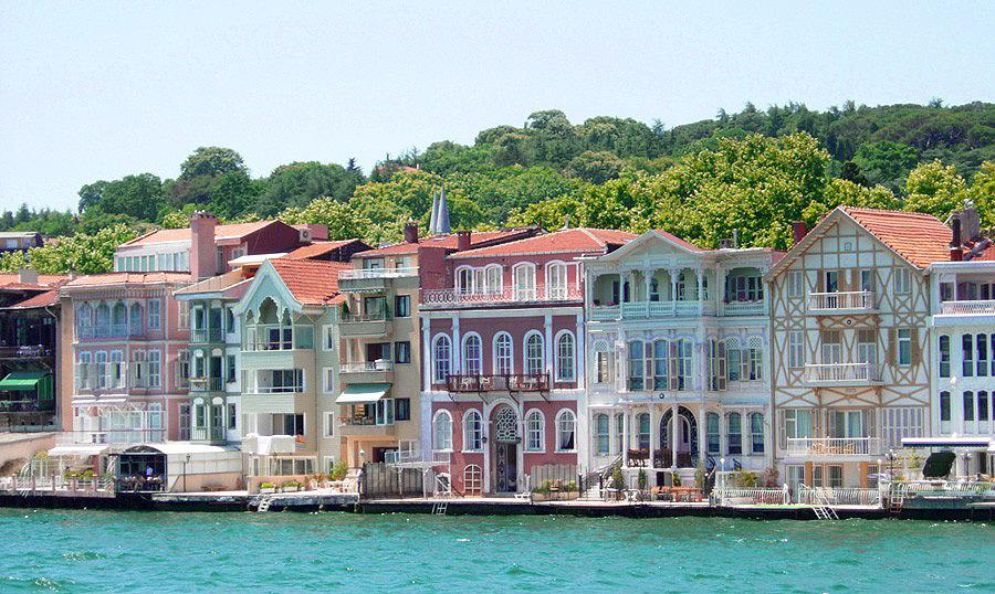 Istanbul_Turkey_Bosporus_Houses_03